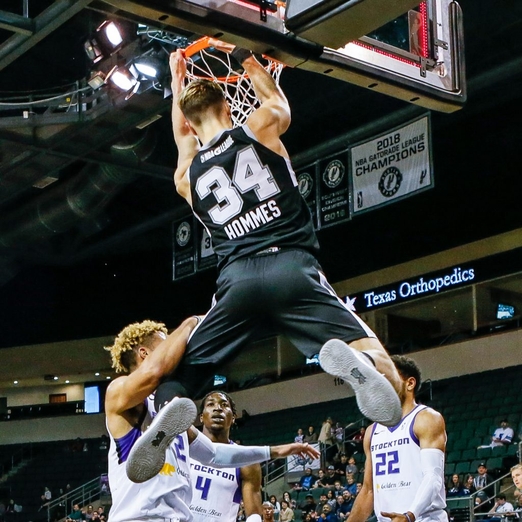 Daulton Hommes playing with the Austin Spurs.